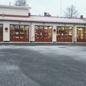 Paloaseman taitto-ovia - Palo-aseman sisäänpäin avautuvat taitto-ovet avausautomatiikalla.