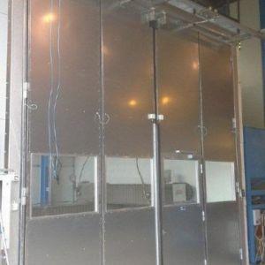 Taitto-ovi kuumasinkityillä rungoilla ja verhouslevyillä sekä konekäyttöisenä